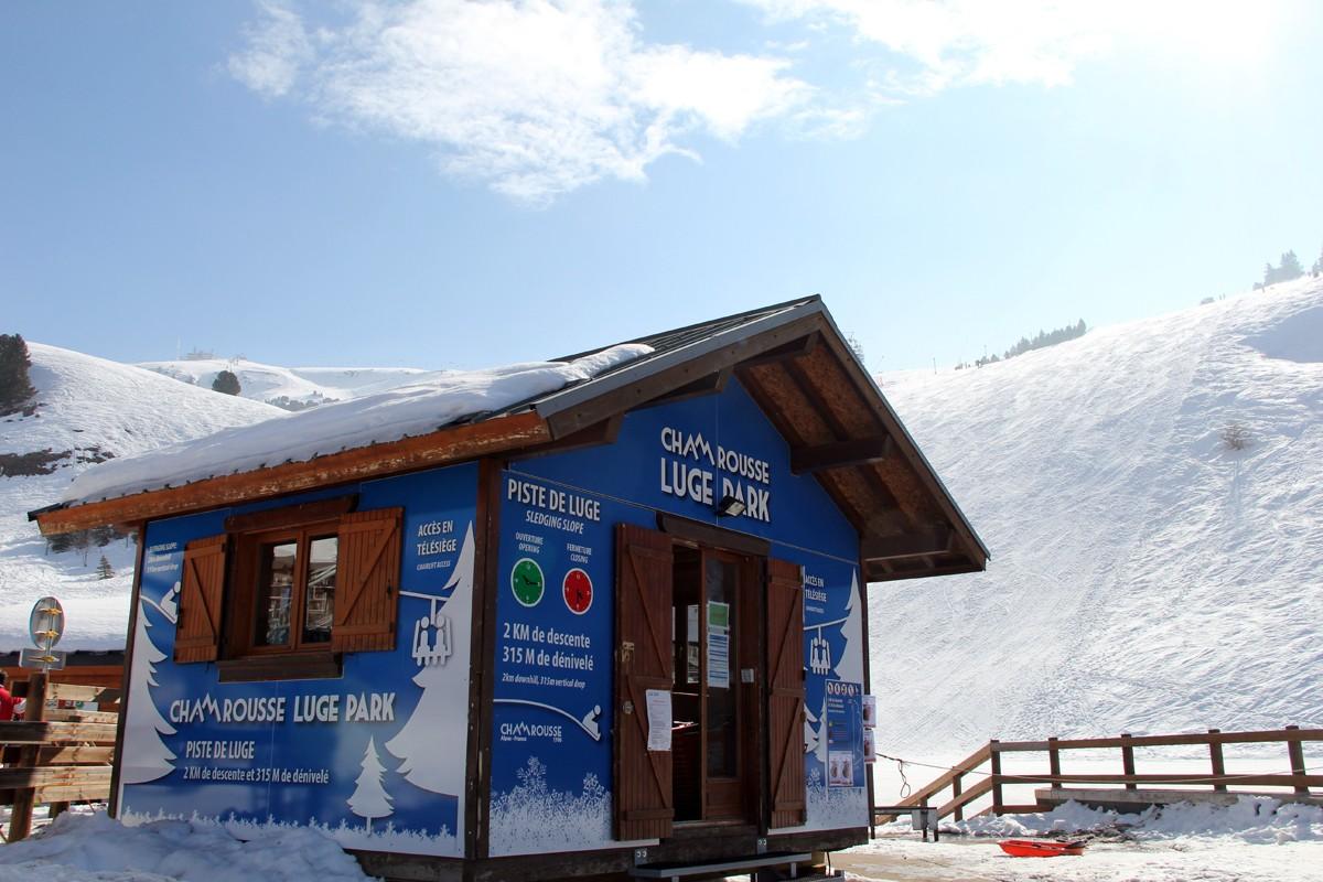 Chamrousse chalet Luge Park station ski hiver isère alpes france