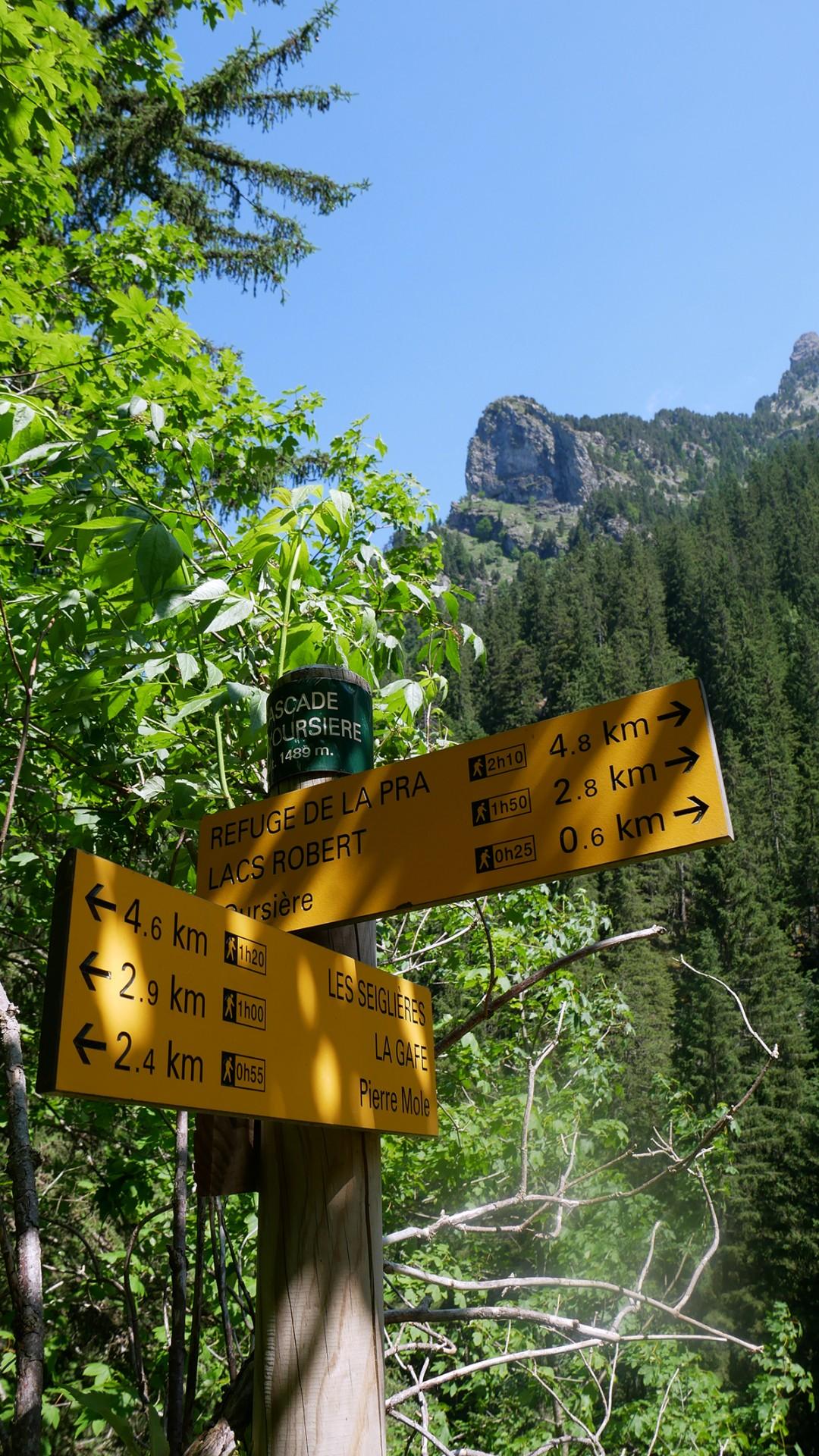 Chamrousse panneau sentier rando cascade de l'Oursière station montagne été isère alpes france