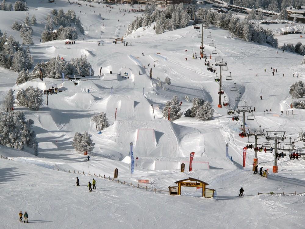 chamrousse-ski-resort-french-alps-snowpark