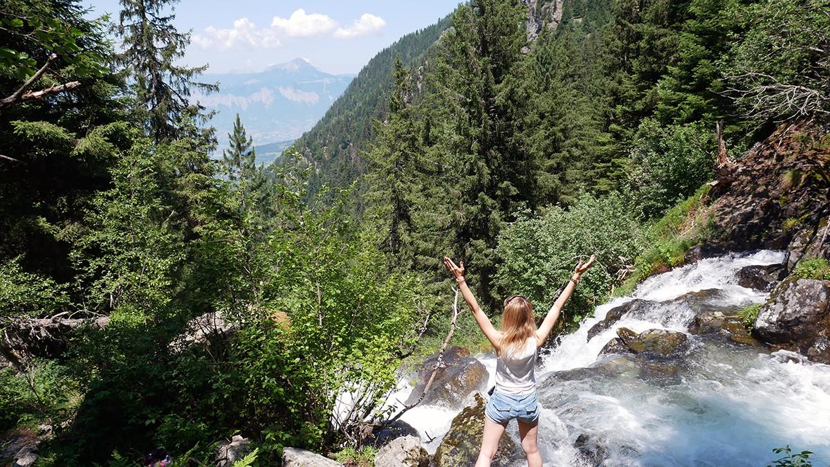 Chamrousse vue cascade Oursière station montagne été isère alpes france