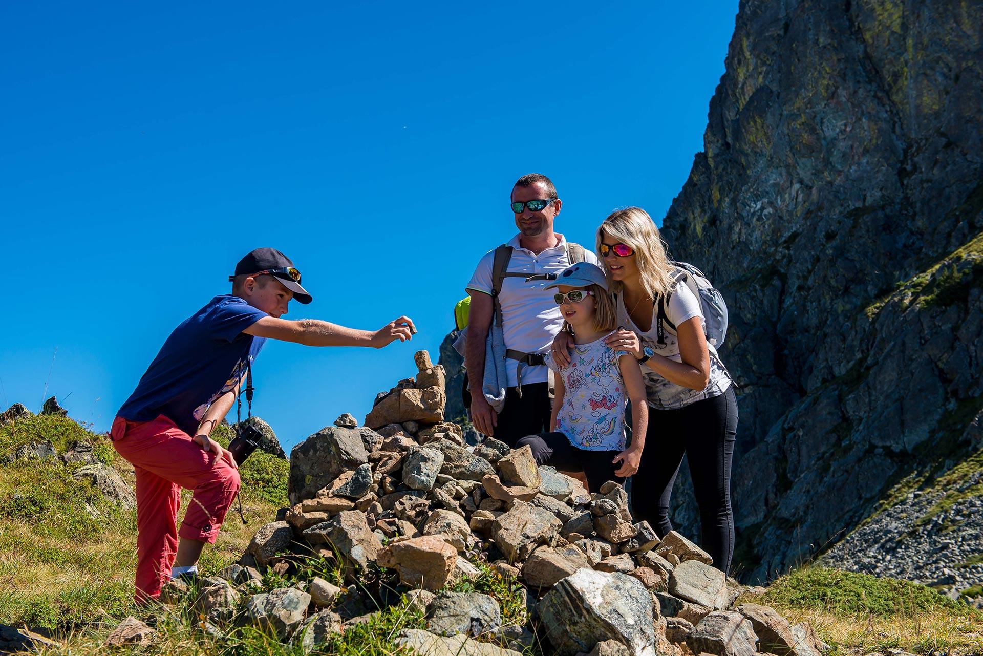 Chamrousse randonnée cairn famille station montagne grenoble isère alpes france - © Images-et-reves.fr
