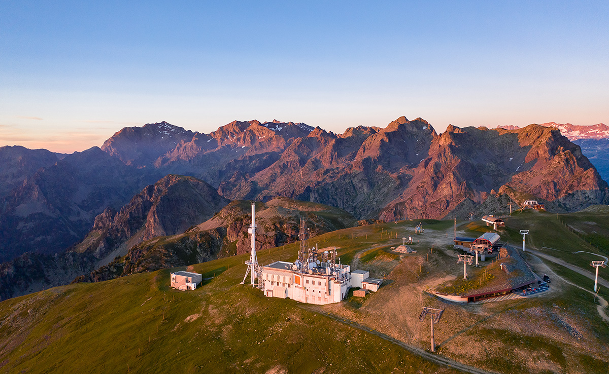 Chamrousse sommet croix coucher soleil station été isère alpes france - © Relief air