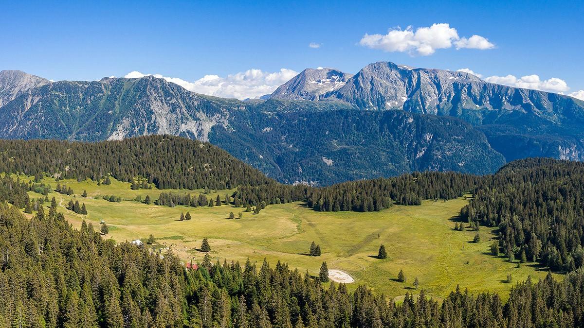 chamrousse plateau arselle drone randonnée balade station été montagne belledonne isère alpes france