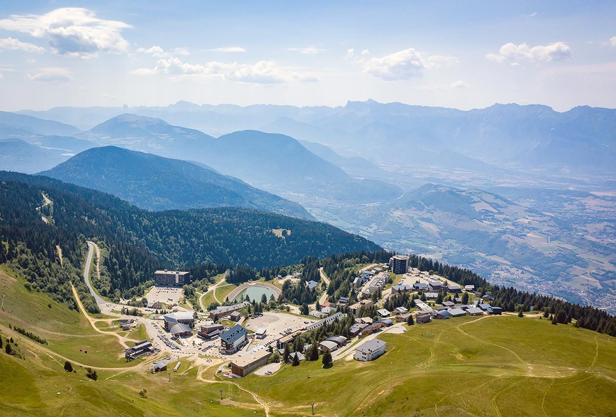 Chamrousse recoin 1650 mètres altitude village station montagne belledonne isère alpes france