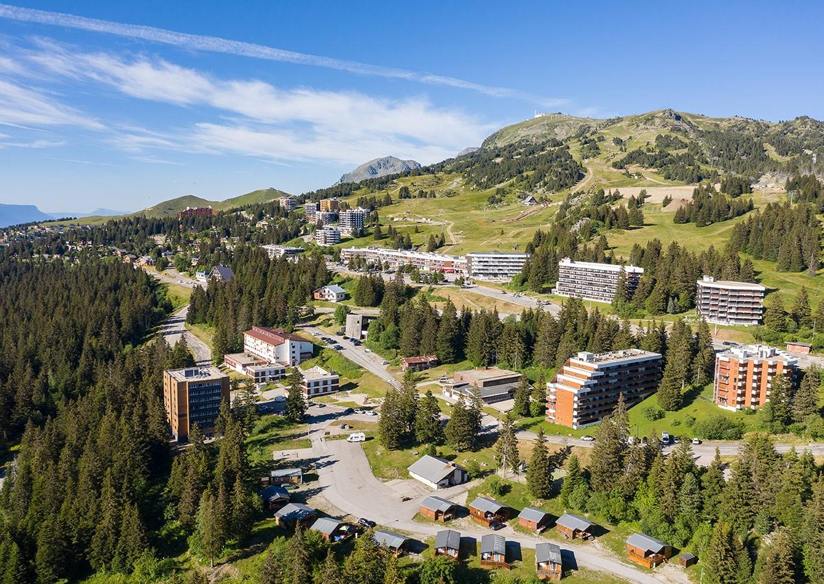 Chamrousse roche béranger altitude 1750 mètres station montagne été isère alpes france