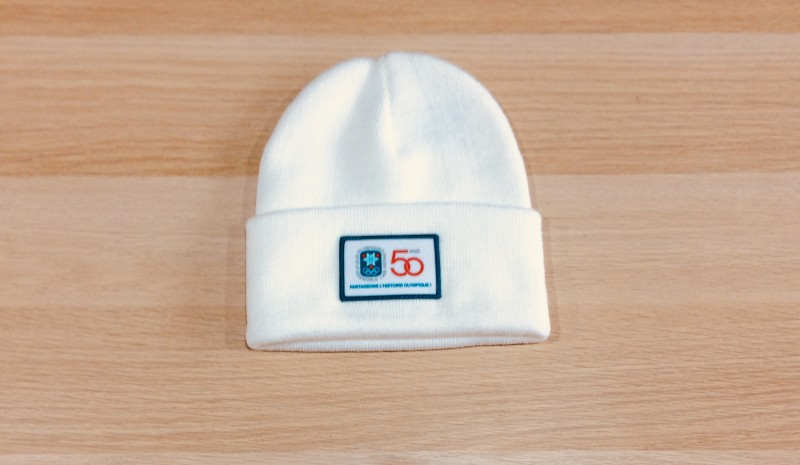 Chamrousse objet boutique bonnet 50 ans Jeux Olympiques Chamrousse station ski isere alpes france